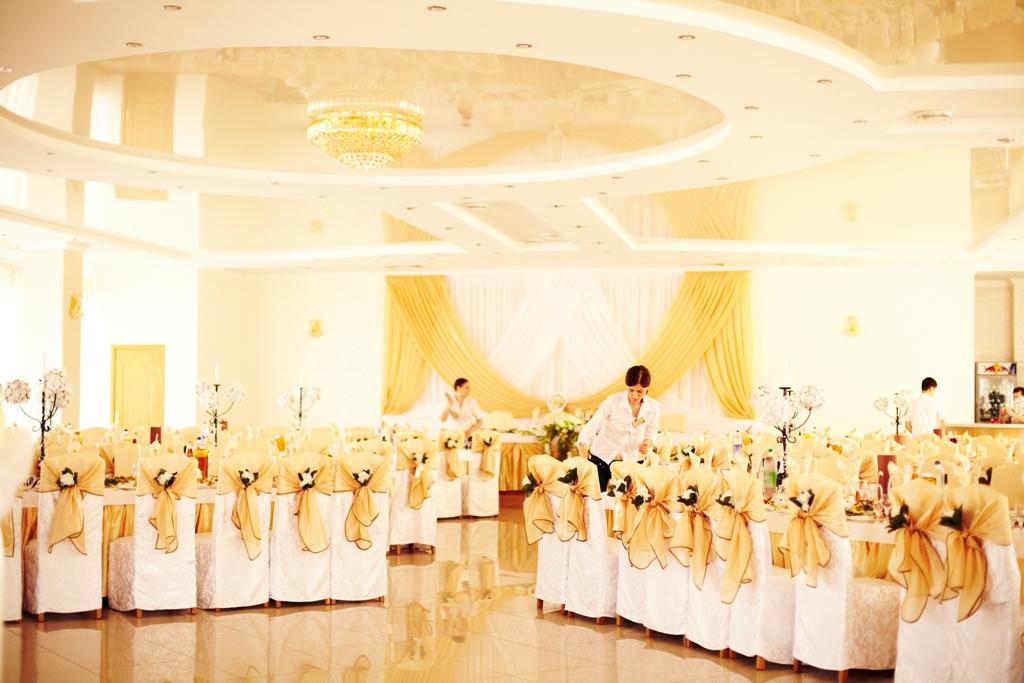 Украшения зала на золотую свадьбу 82